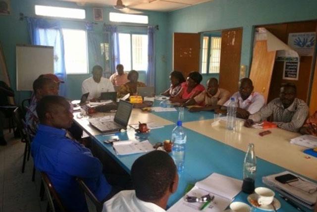 Signature de la convention Cadre pour la création d'une mutuelle de l'éducation par le ministère de la fonction publique en Décembre 2014 - Burkina Faso