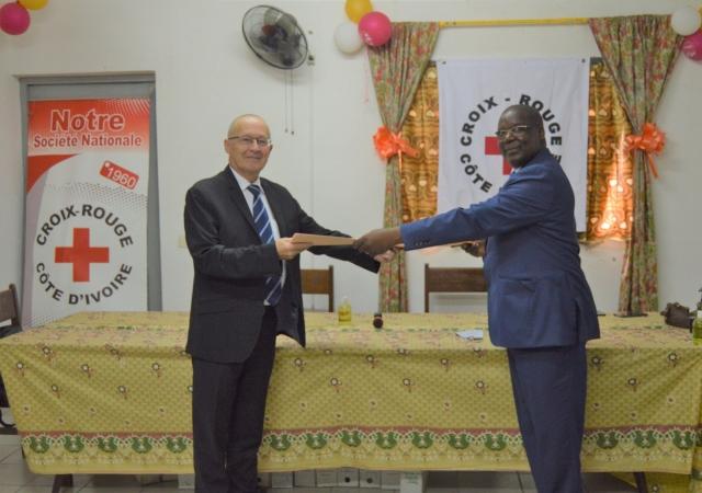 Signature d'une convention de partenariat entre le Pass et la Croix Rouge - 23 juin 2020 à Abidjan (Côte d'Ivoire)
