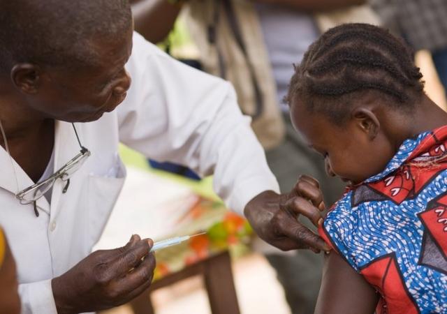 Afrique : la couverture santé coûtera cher, mais toujours moins que les maladies, plaide l'OMS